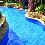 Winding swimming pool
