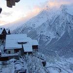 scorcio sotto la neve del villaggio
