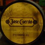 Barrica firmada por el Presidente de Mexico