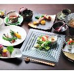 その時々の旬の食材を使用した、オリジナル和洋融合の和フレンチ