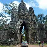 the gate of angkor thom temple