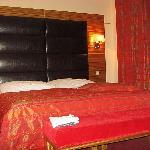 Bett  / bed   Room 407