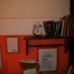 I libri a disposizione degli ospiti (idea molto carina!)
