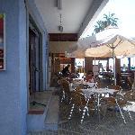 Exterior y terraza del restaurante La Vendimia