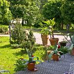 Terrasse und Hotelgarten