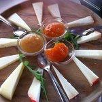 Tagliere di formaggi e marmellate