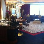 Angolo bar e soggiorno suite 2001