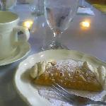 delicious cannoli