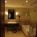 Bathroom (Governor Suite)