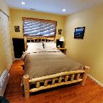 """Summer"" room, Queen Bed"