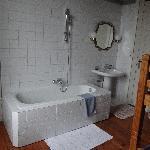 Salle de bain avec lits superposés...