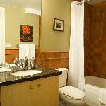 Hycroft.com Madrid Suite bathroom