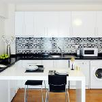 Deluxe Suite: Kitchen