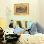 mi papa con la laptop hay wifi free