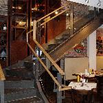 superbe escalier en verre et metal
