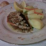 Dos de truite sur compotée oignons et ses pommes vapeur