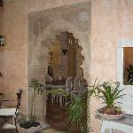 Hall moorish archway  to breakfast room