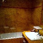 Hotel Coso Viejo bathroom