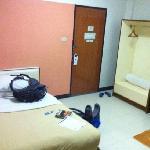 Single, fan room