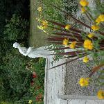 Staute en route to garden