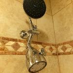 マッサージ機能付きのシャワーヘッド