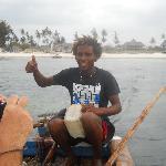 la barca che porta dall'isola dell'amore alla spiaggia di watamu
