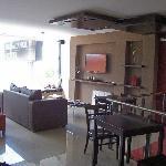 Sala de estar y desayunador.