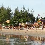 Direkter Strand vor dem Island Resort