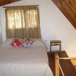 cama doble en primer piso con vistas a la bahia