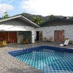 La struttura con al centro la piscina