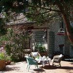 Une des terrasses à La Pluie de Roses à Giverny