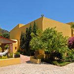 Fachada de Villa Azalea