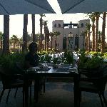 Almuerzo en la piscina. Buenisimo y el marco icomparable