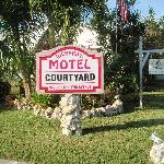 Welcome to Richard's Motel Courtyard