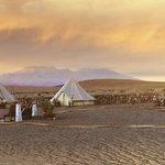 campamento al atardecer