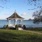 Steps from the shoreline of Lake Ontario and the mighty Niagara River