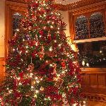 Gorgeous dining room Christmas tree