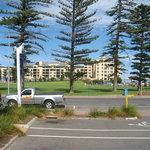Blick vom Parkplatz, dahinter liegt das Meer