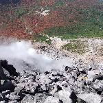 茶臼岳の火口と紅葉