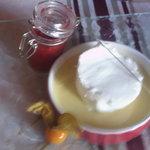 Île flotanye, crème à la praline.