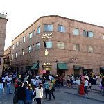 Vista del Hotel desde la Plaza de Armas