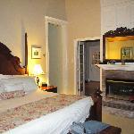 Cliff Suite bedroom with Van Gogh
