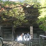 長い石段を登りきったところにある山門