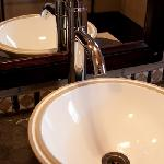 Lepard Shower room