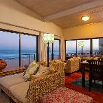 Foto de On the Beach Guesthouse, B&B, Suites