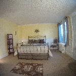 Victorian Room, Queen bed w/ ensuite bathroom
