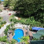 vu de la piscine et du jardin