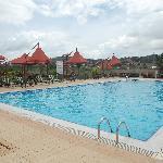 Pool und Poolbar