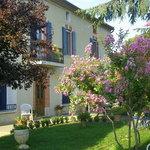 Extérieur : maison vigneronne et Jardin