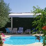 Extérieur : piscine et pool house